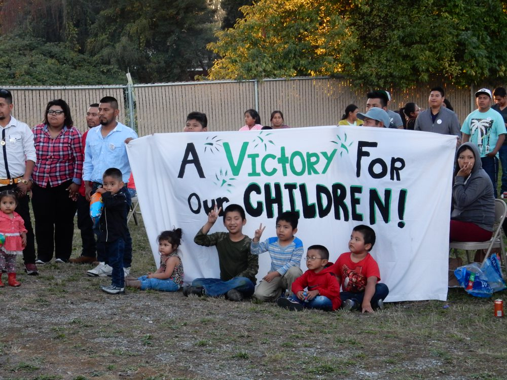 Children in front of banner at Familias union vote.